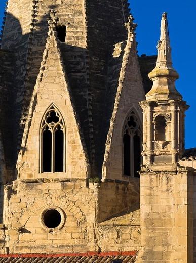 Ventanales góticos en la aguja de la iglesia de santa María de Palacio - Logroño - La Rioja - España : Stock Photo