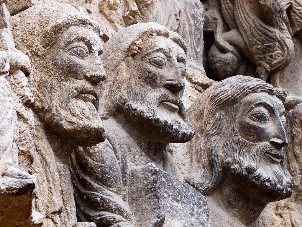 Stock Photo: 1566-600862 Esculturas de apóstoles en la portada románica de la iglesia de San Miguel Arcángel - Estella - Navarra