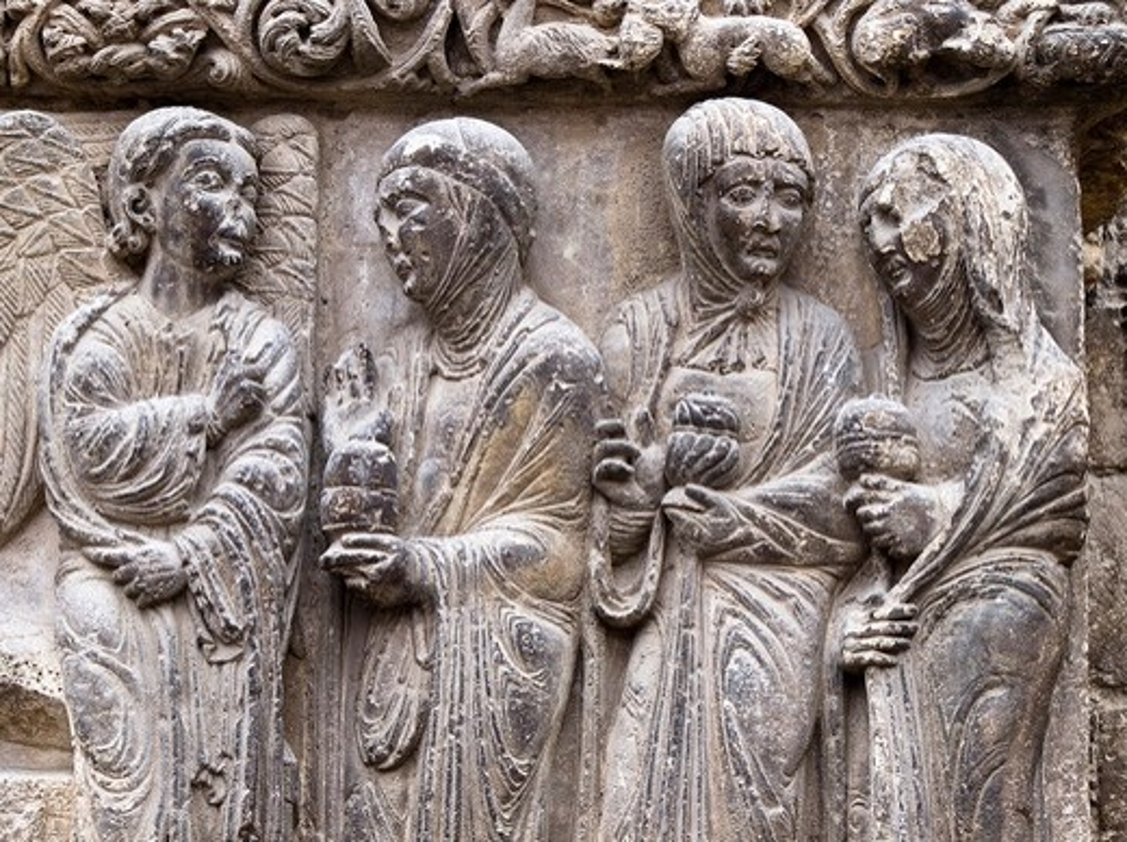 Stock Photo: 1566-600864 Escena de la Resurrección en la portada románica de la iglesia de San Miguel Arcángel - Un ángel recibe a las Tres Marías junto al sepulcro vacío de Jesús - Estella - Navarra