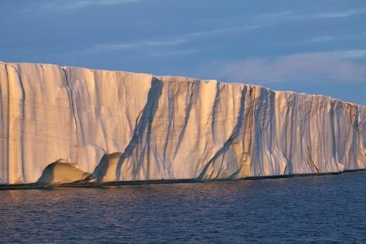 Stock Photo: 1566-600910 glacier Brasvellbreen in sunset light, Nordaustlandet, Svalbard
