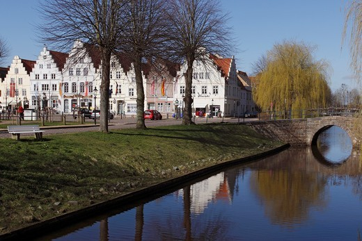 Town Canal with historical Houses at Market Place / Friedrichstadt / Schleswig-Holstein / Germany : Stock Photo