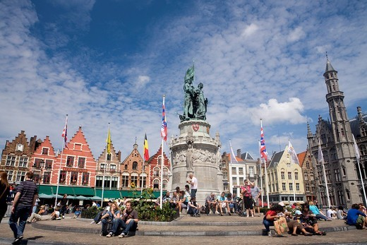 Statue of Jan Breydel and Pieter De Coninck in Market Square, in the medieval town of Brugge, listed World Heritage Site by UNESCO  Flanders  Belgium : Stock Photo