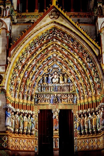 Stock Photo: 1566-601464 Decorative lighting at night  Ornate doorway of the Cathedral of Notre Dame, from XIII Century, in Amiens listed as World Heritage by UNESCO  It´s the Highest ghotic cathedral of France