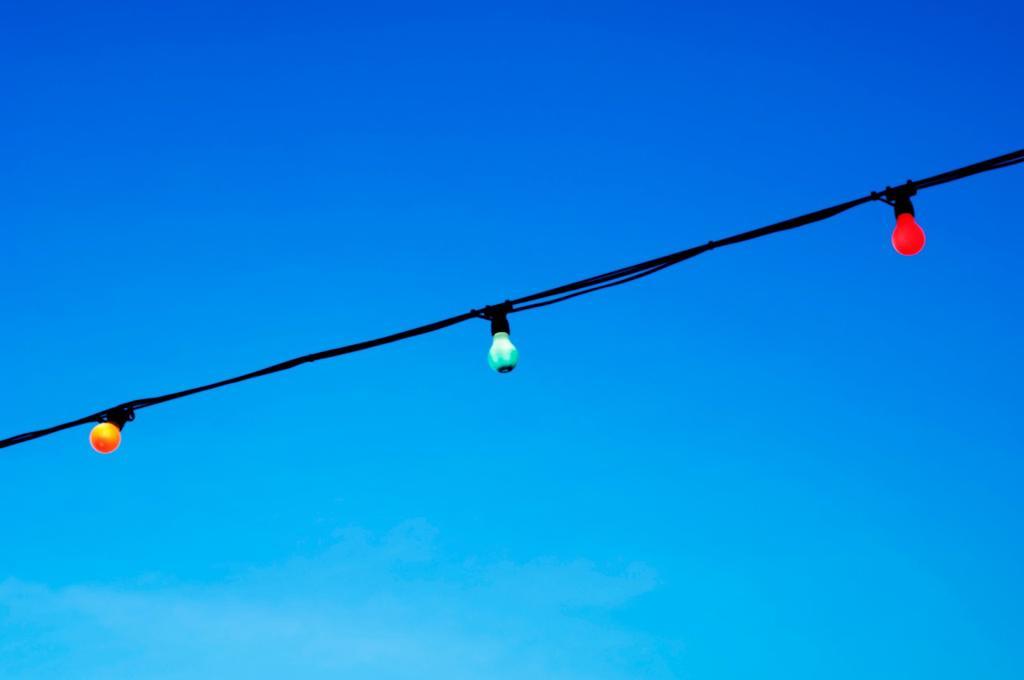Stock Photo: 1566-602601 Coloured light bulbs