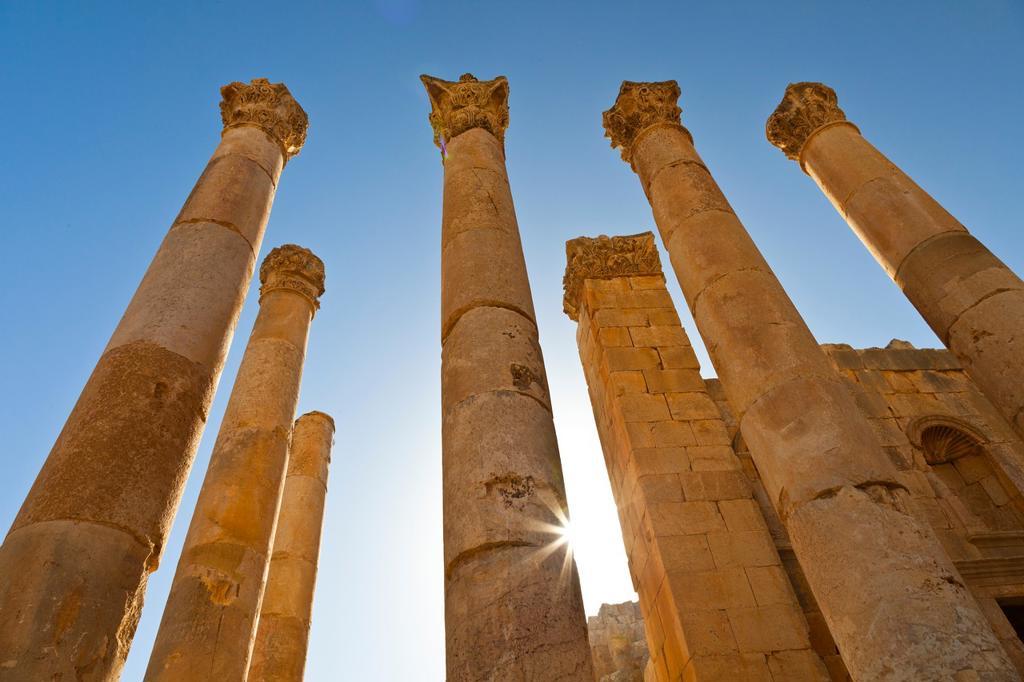 Stock Photo: 1566-604238 Zeus Temple, Greco-Roman city of Jerash, Jordan, Middle East