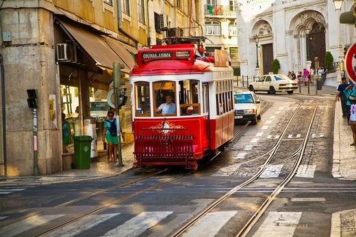 Tram known by the Portuguese as the electric tram - is falling by the Alfama district and moves toward the low area  Lisbon  Portugal : Stock Photo