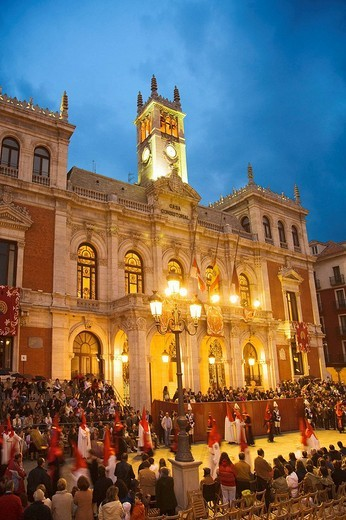 Holy Week procession passing by the Town Hall in Main Square, Valladolid. Castilla-Leon, Spain : Stock Photo