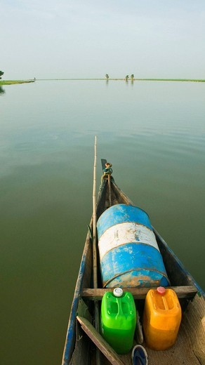 Stock Photo: 1566-606157 Navigation along Niger River between Konna and Timbuktu, Mali