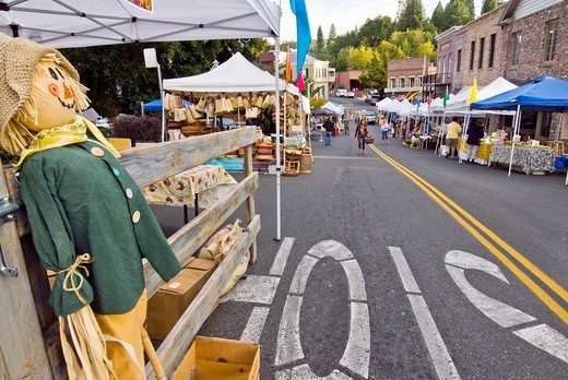 Stock Photo: 1566-613763 Farmers´ market, downtown Nevada City, California