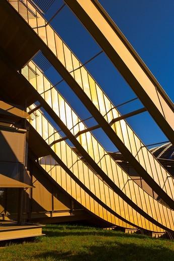 Exterior of the Zentrum Paul Klee art gallery by Italian architect Renzo Piano, Bern, Canton Bern, Switzerland : Stock Photo