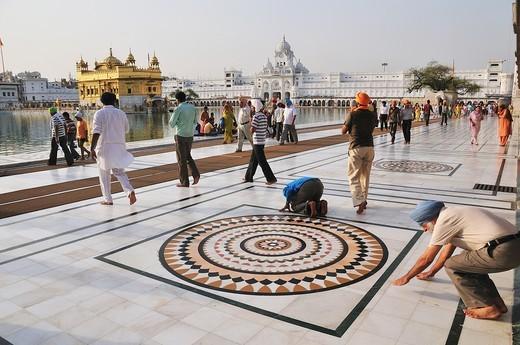 Sikh pilgrims praying for the God in Golden Temple : Stock Photo