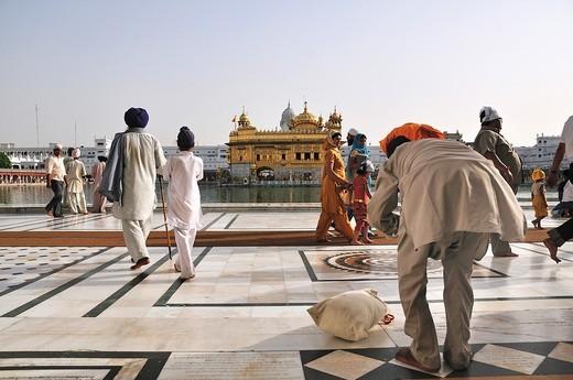 Stock Photo: 1566-620952 The man pray at Golden Temple, Punjab Amritsar India