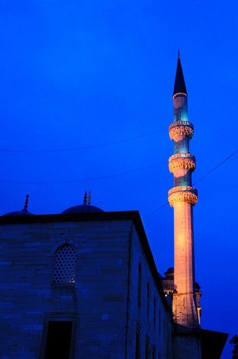 Stock Photo: 1566-625006 Turkey, Istanbul, The New Mosque or Mosque of the Valide Sultan at Night
