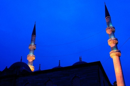Stock Photo: 1566-625007 Turkey, Istanbul, The New Mosque or Mosque of the Valide Sultan at Night