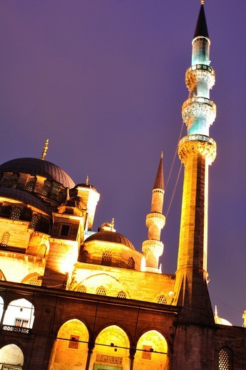 Stock Photo: 1566-625013 Turkey, Istanbul, The New Mosque or Mosque of the Valide Sultan at Night