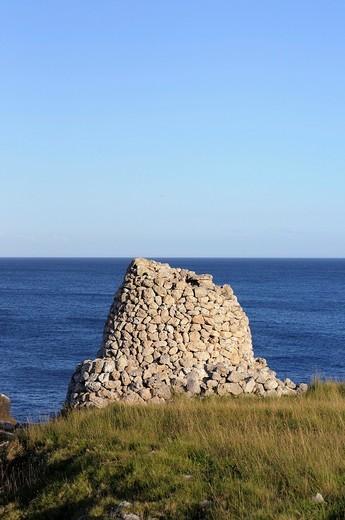 Otranto  Puglia  Italy  Pagghiaro Trullo Salentino, typical rustic structure made of stones, typical of the region  Pagghiaro, Littoranea d´Otranto : Stock Photo