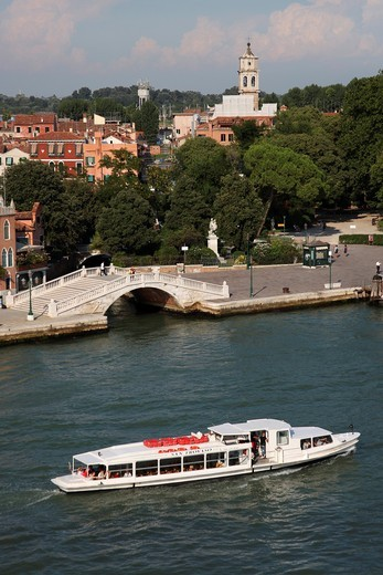 Main canal, bridge and boat, Venice, Veneto, Italy, Europe : Stock Photo