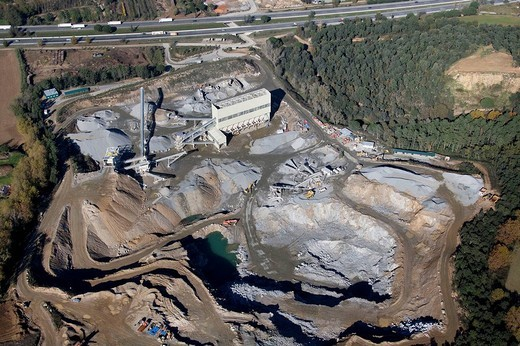 Spain, Catalonia, Barcelona, Vallès Oriental. Stone quarry and aggregate treatment plant near Vilalba Sasserra, next to Autopista del Mediterráneo (freeway, top) : Stock Photo