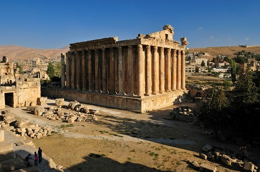 Stock Photo: 1566-639334 antique Bacchus temple ruins at the archeological site of Baalbek, Unesco World Heritage Site, Bekaa Valley, Lebanon, Middle East, West Asia
