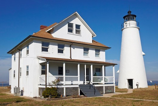 The Cove Point Light and the keepers' residence, Cove Point, Maryland : Stock Photo