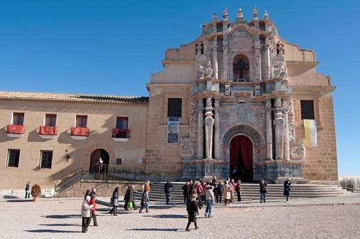 People arrive at the Basilica-Santuario de la Santisma y Vera Cruz within the castle walls at Caravaca de la Cruz, Murcia, Spain : Stock Photo