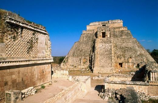 Pyramid of the Wiseman, Uxmal. Yucatán, Mexico : Stock Photo