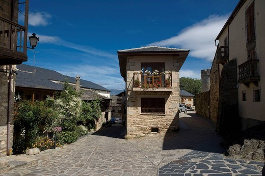 Traditional house, Puebla de Sanabria. Zamora province, Castilla-Leon, Spain : Stock Photo