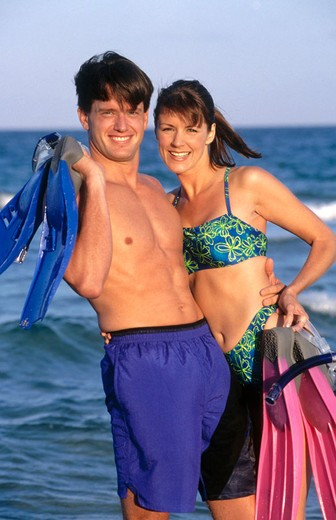 couple with swim fins and mask : Stock Photo