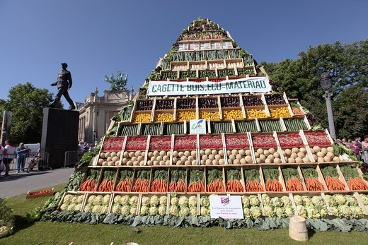 Stock Photo: 1566-676639 a pyramid of vegetables has been erected down the Champs Elysees during the transformation of the avenue into a huge garden May 23, 2010
