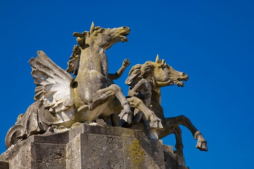 Statues of horses in the gardens of Château de Vaux-le-Vicomte. Seine-et-Marne, Île-de-France, France : Stock Photo