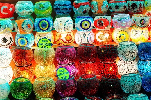 Stock Photo: 1566-681332 Turkey, Istanbul, Eminoenue, Spice Bazaar, Egyptian Bazaar, Candle Holder Shop Display
