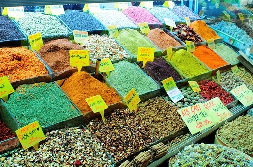 Turkey, Istanbul, Eminoenue, Spice Bazaar, Egyptian Bazaar, Display of Spices : Stock Photo