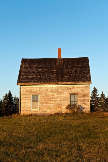 Stock Photo: 1566-683034 Abandoned house in disrepair, Maine, USA