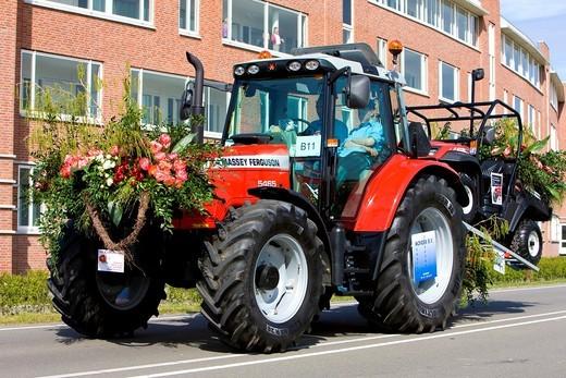 tractor, Flower Parade, Noordwijk, Netherlands : Stock Photo