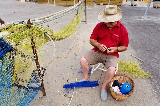 Palamós  Port  Fisherman sewing the networks  Costa Brava  Girona province  Catalonia  Spain : Stock Photo