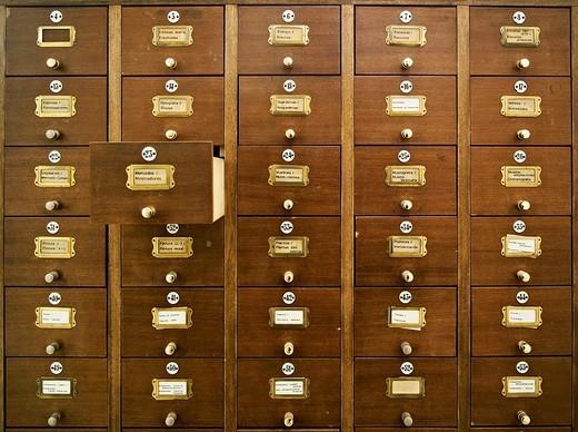archivadores de documentos con un cajon abierto : Stock Photo