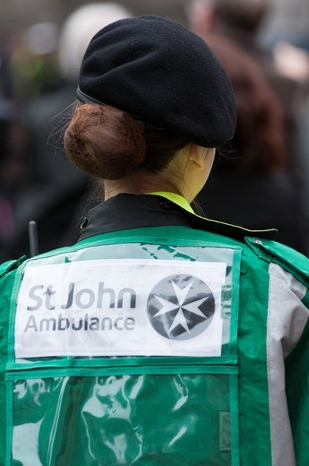 Stock Photo: 1566-693460 St John´s ambulance crew, London, UK