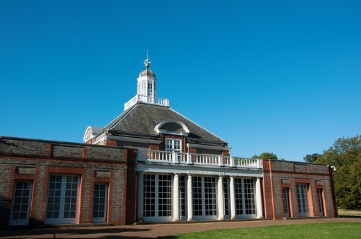 Stock Photo: 1566-693613 Serpentine gallery in Hyde park, London