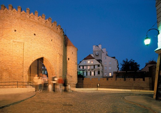 Stock Photo: 1566-693903 Warsaw, Poland, Barbican ( Barbakan ) , Fortification on the New Town Gate within the defensive walls of the Old Town   The brick building once protected the northern approach of the city, from 14 century