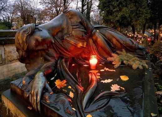 Stock Photo: 1566-694592 Poland Krakow Catholic Rakowicki Cemetery