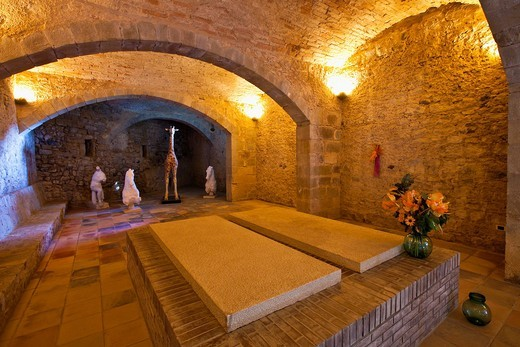 Crypt in the Castle of Púbol, Gala- Salvador Dalí Foundation, Púbol, Baix Empordá, Costa Brava, Girona province, Catalonia, Spain : Stock Photo