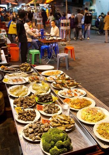 China, Hong Kong, Yau Ma Tai, open air restaurant at Temple Street night market : Stock Photo