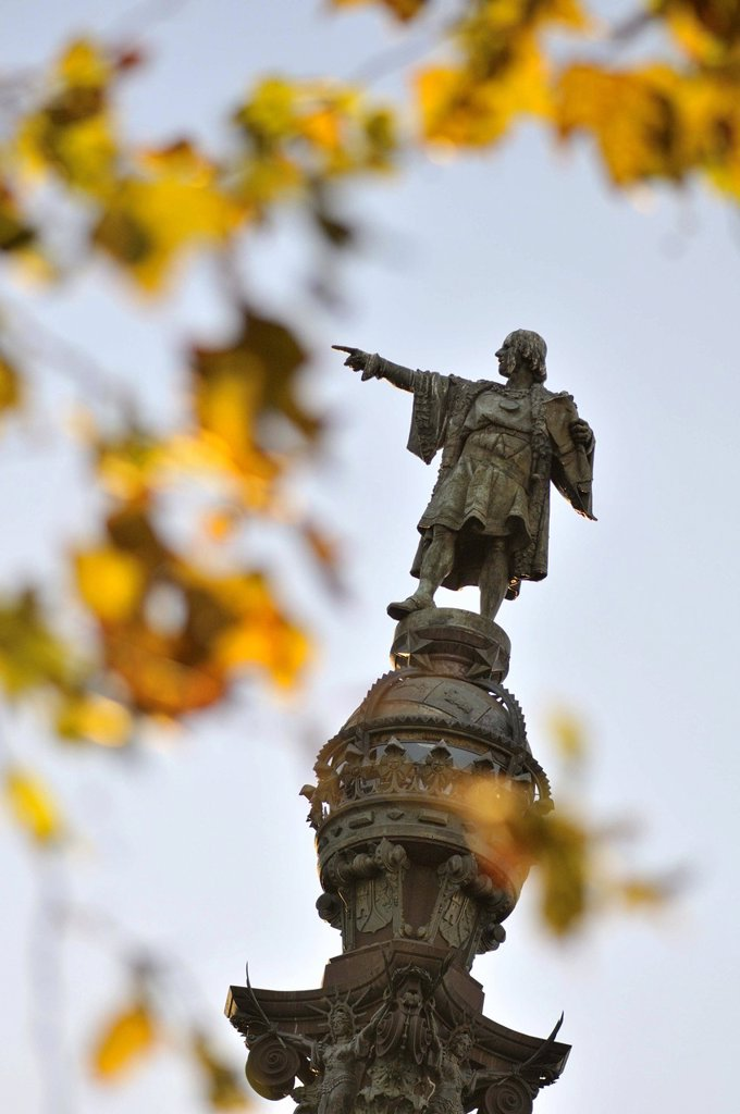 Columbus Monument at the lower end of La Rambla. Sculpted by Rafael Atché. Construction began in 1882 and was completed in 1888 in time for the Exposición Universal de Barcelona. Barcelona. Catalonia. Spain. : Stock Photo