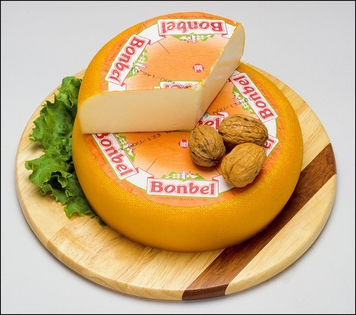 Stock Photo: 1566-702066 Whole Bonbel industrial French cheese and wedge on wooden board