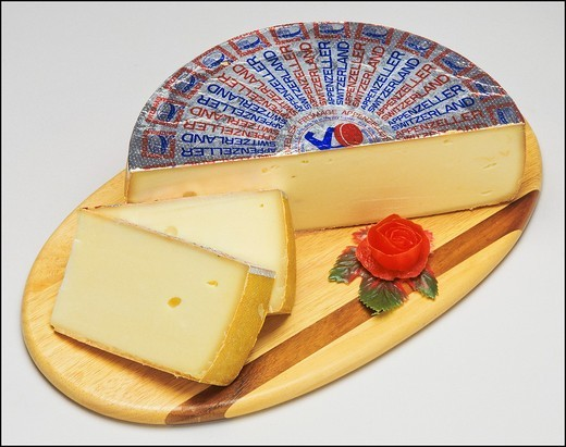 Stock Photo: 1566-702072 Appenzeller Swiss cheese and slices on wooden board
