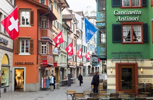 Stock Photo: 1566-702172 Restaurants and Swiss flags, Augustiner Gasse street, old town, Zürich, Switzerland
