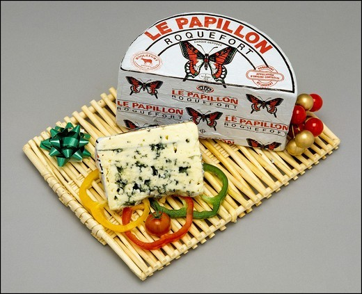 Stock Photo: 1566-702539 Whole Roquefort French blue cheese and wedge on wooden tray