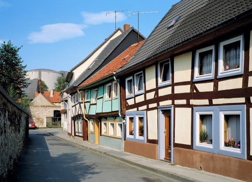 Germany, Koenigslutter am Elm, Lutter, Elm, nature reserve Elm-Lappwald, Lower Saxony, half-timbered houses, row of houses, secondary road, alleyway : Stock Photo