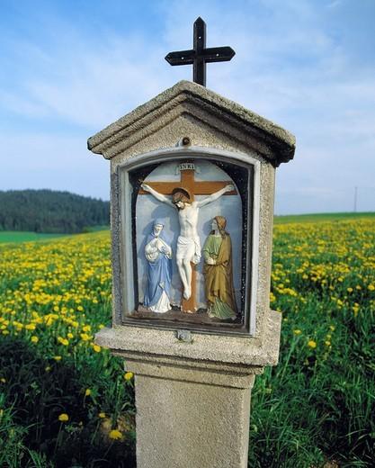 wayside shrine, Jesus on the cross, D-Bad Koetzting, Regen, Weisser Regen, Kaitersberg mountain, nature reserve Upper Bavarian Forest, Bohemian Forest, Upper Palatinate, Bavaria, D-Bad Koetzting-Weissenregen : Stock Photo