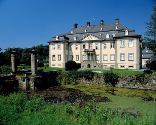 Stock Photo: 1566-703332 Germany. Ruethen, Haarstrang, nature reserve Arnsberg Forest, Sauerland, Westphalia, North Rhine-Westphalia, NRW, D-Ruethen-Kallenhardt, Glenne, Glenne valley, castle Koertlinghausen, moated castle, castle bridge, ditch, baroque